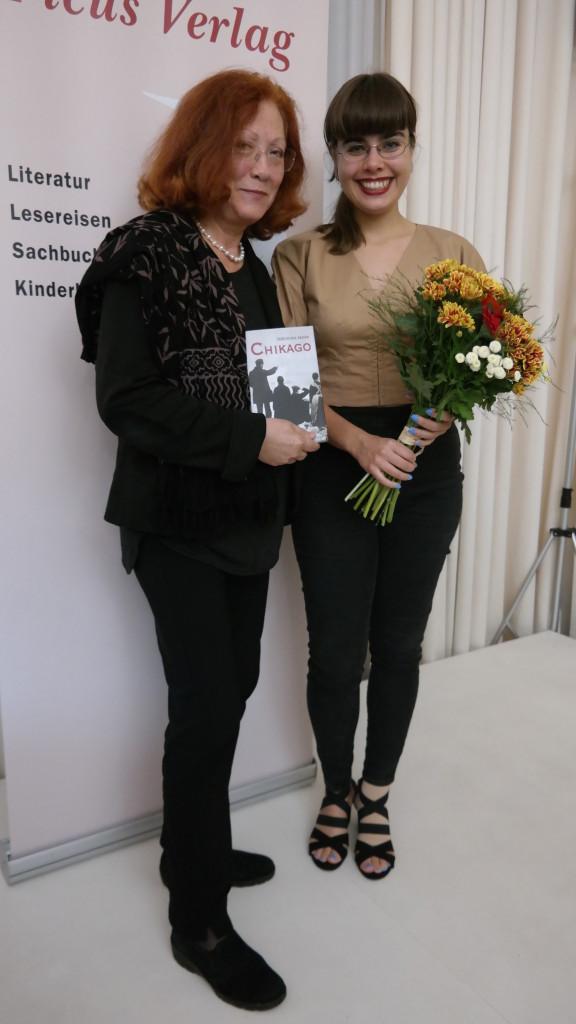 Beim Stehen und Sich-Freuen mit meiner Verlegerin Dorothea Löcker